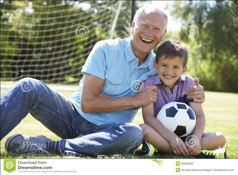 Te rappelles-tu quand tu faisais du football avec ton papy ? C'était le bon _____.