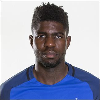 Quel est le nom de ce défenseur qui a joué pour la première fois sous le maillot tricolore. Annoncé comme remplaçant au début de la compétition, il a réussi à gagner sa place de titulaire grâce à la suspension d'Adil Rami ?