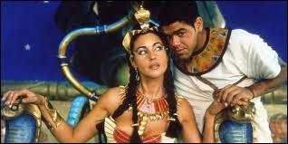"""Dans le film """"Astérix et Obélix : Mission Cléopâtre"""", comment s'appelle l'architecte de la reine Cléopâtre ?"""