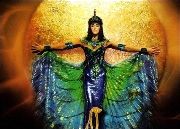 """Quelle chanteuse joue le rôle de Cléopâtre dans la comédie musicale """"Cléopâtre, la dernière reine d'Égypte"""" ?"""