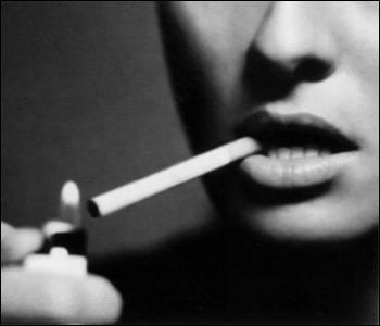"""Qui chantait """"J'aime bien cette cigarette, les rires sont bien là dans ma tête, il n'y a rien que je regrette"""" ?"""