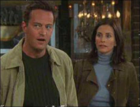 Saison 10 : Qui écrit une lettre de recommandation pour Monica et Chandler, pour leur dossier d'adoption ?