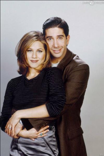 Saison 2 : A quoi Phoebe compare-t-elle Rachel par rapport à Ross ?