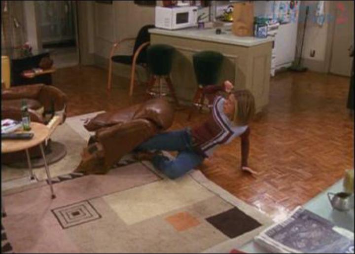 Saison 7 : Comment s'appelle le fauteuil que Rachel a cassé chez Joey ?