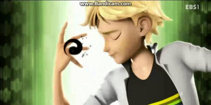Le logo du Miraculous d'Adrien est...