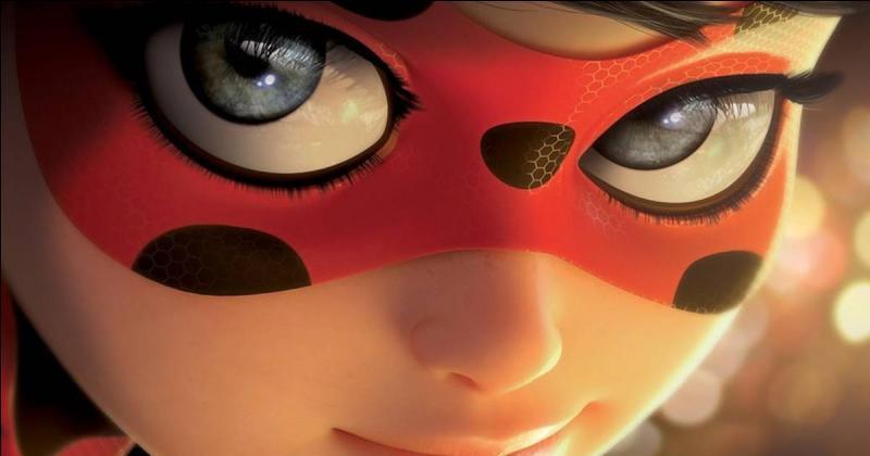 De quelle couleur les yeux de Marinette sont-ils ?