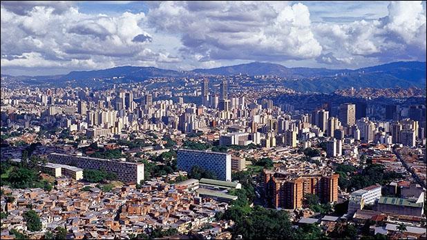 Si je me promène dans la ville de Caracas, dans quel pays suis-je ?