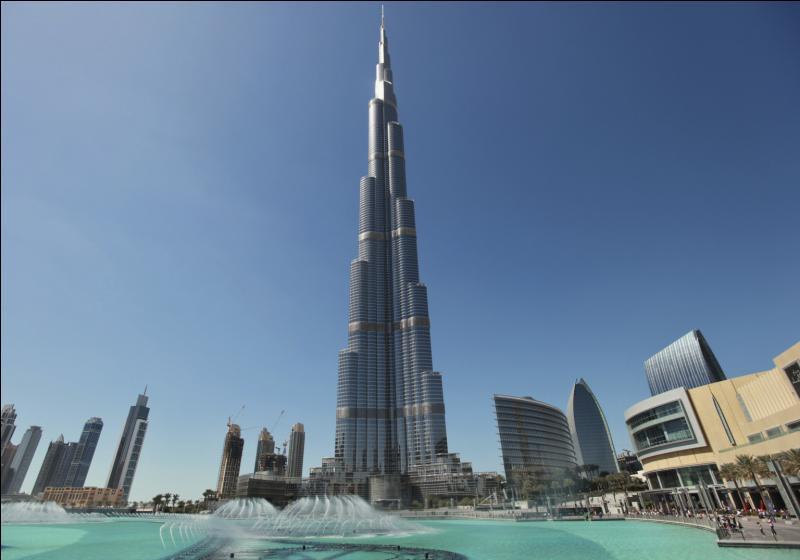 Burj Khalifa est la tour la plus haute du monde ! Mais quelle hauteur fait-elle ?