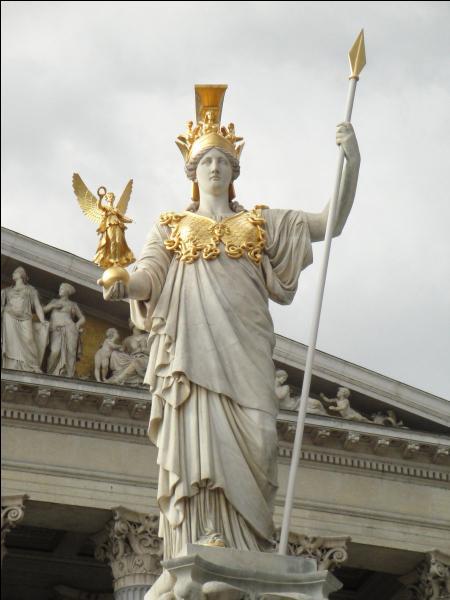 Vous avez reconnu la déesse grecque Athéna.