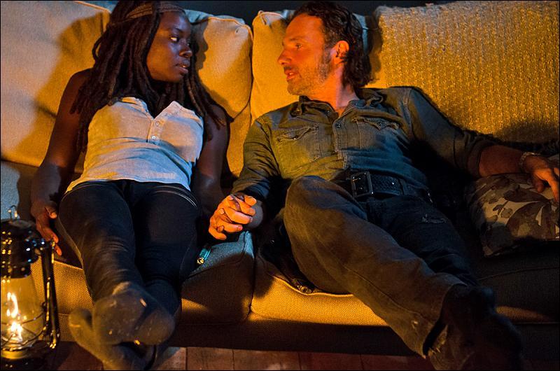 Qui est le premier à découvrir la liaison entre Rick et Michonne ?