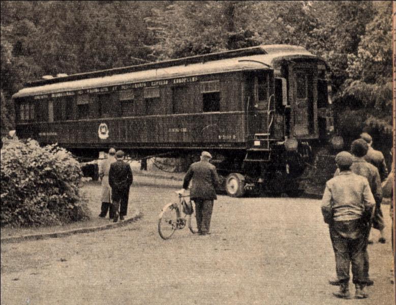 Après cette défaite, Pétain demande l'Armistice qui sera signée le 22 juin 1940 à...