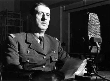 Quel est le nom de l'armée française menée par Charles de Gaulles, qui est à la tête de la résistance extérieure ?