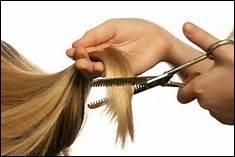En sortant de chez le coiffeur, vous vous rendez compte que vos cheveux ne sont pas du tout coupés de manière rectiligne... Que faites-vous ?
