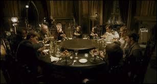 """Quels étaient les invités présents au """"Club de Slug"""" dans le compartiment C ?"""