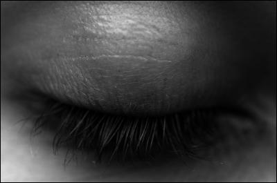 Fermez les yeux et tentez de vous souvenir de la couleur de vos yeux. (Utilisez un miroir au besoin)