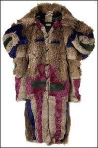 Ton ami a un manteau que tu juges très laid...