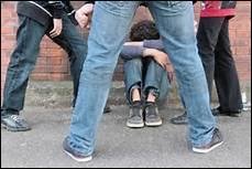 Une élève se fait harceler par des grands élèves...