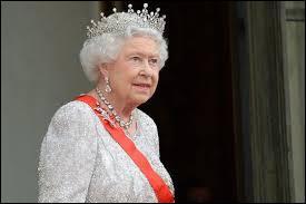 En quelle année a débuté le règne de la reine Elisabeth II ?