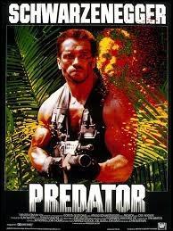 """""""P"""" comme """"Predator"""". Retrouvez l'image où figure cette redoutable créature extraterrestre, affrontant Arnold Schwarzenegger dans le film éponyme :"""