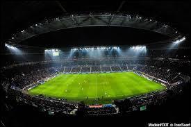 Contre quelle équipe l'OL a-t-il inauguré son nouveau stade en janvier ?