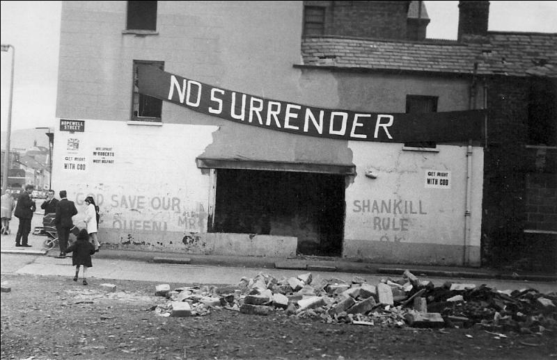 Combien de manifestants et pacifistes des droits civils ont été tués par l'armée britannique, le 30 janvier 1972, lors du Bloody Sunday ?