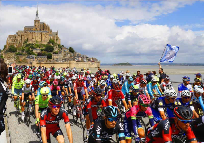 En France, une course cycliste a lieu en juillet. Laquelle ?