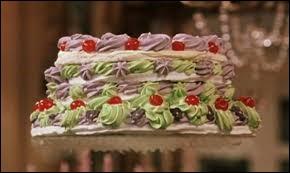 Dans Harry Potter et la chambre des secrets, sur qui le gâteau va il tombé sur la tête malheureusement?
