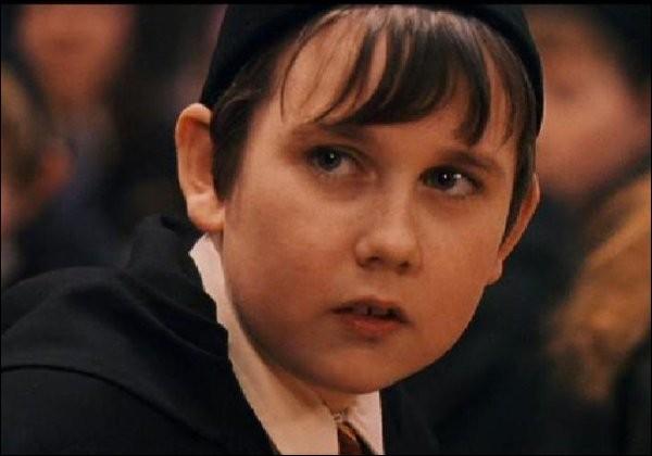 De quel professeur Neville a t'il peur?