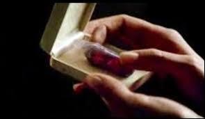 Où et quand Elena prend-elle le remède au vampirisme ?