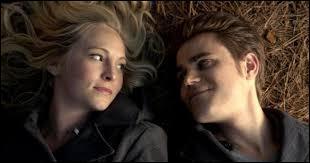 Dans quel épisode Stefan et Caroline s'embrassent-ils pour la première fois ?