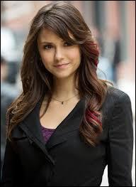 Quand Katherine prend possession du corps d'Elena, qu'essaye-t-elle de faire ?