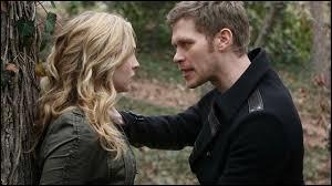 Que se passe-t-il entre Klaus et Caroline dans l'épisode 11 de la saison 5 ?