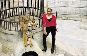 Comment se nomme la dompteuse des tigres pour l'émission ?