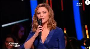 Comment s'appelle la présentatrice ?