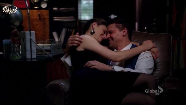 Dans quelle saison Booth se fait-il opérer et se rend-il compte qu'il aime Brennan ?