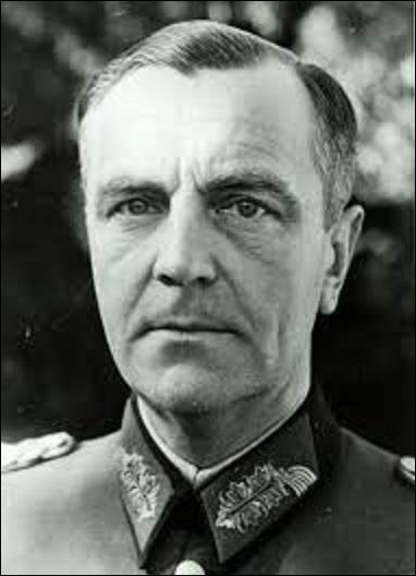 Le 31 janvier 1943, le lendemain de sa nomination comme Generalfelmarschall de l'Armée de terre allemande par Hitler, quel militaire est fait prisonnier avec sa 6e armée à Stalingrad par l'Armée rouge ?