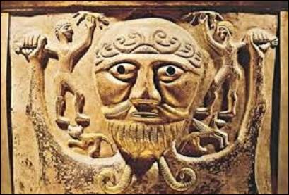 Dans la mythologie celtique gauloise, quel est le nom du dieu, appelé aussi Toutatis, protecteur d'une communauté et de son territoire ?
