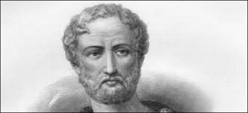 """Pourriez-vous me citer le nom de cet écrivain et naturaliste romain (23-79 ap. J.-C.), auteur, notamment de """"L'Histoire naturelle"""" comptant 37 volumes, qui mourut sur la plage de l'ancienne ville romaine de Stabies lors de l'éruption du Vésuve engloutissant les villes d'Herculanum, de Pompéi et d'Oplontis ?"""