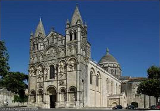 Commencée vers 1100 et terminée en 1128, de quel style architectural est la cathédrale Saint-Pierre d'Angoulême (Charente) ?