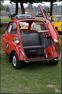 Restons dans l'eau avec la bubble-car ou l'œuf roulant. Quelle est cette voiture ?