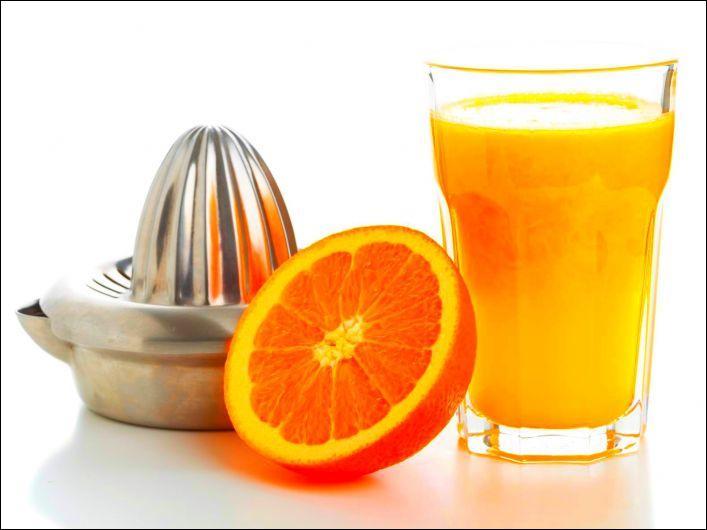 """Tu as pressé une orange. Ajoute une lettre au mot """"us"""" pour savoir ce que tu vas boire."""
