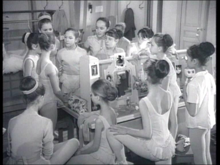 Changement d'univers puisque le décor de ce feuilleton se situe essentiellement à l'Opéra de Paris. Les différents épisodes racontent la vie de l'école des petits rats.