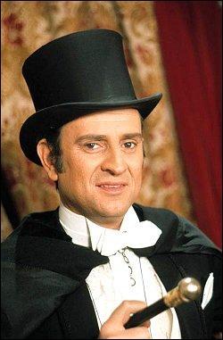 Cette série met en scène les aventures d'un gentleman cambrioleur au début du 20ème siècle, libres adaptations des textes de Maurice Leblanc. Tout le monde a en tête la fameuse chanson interprétée par Jacques Dutronc.