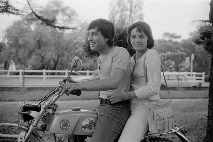 Encore un saut dans le temps puisque nous sommes dans le Montmartre des années 70. On y suit le parcours personnel et professionnel de Jérôme, 16 ans, tiraillé par ses premiers émois amoureux et d'autres doutes existentiels.