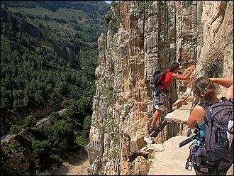 Ce chemin plein d'embûches, laissant parfois place au vide, est impressionnant. Situé en Europe, dans un endroit attractif pour l'escalade, il est surnommé l'un des plus dangereux chemin au monde. Où est-il situé ?