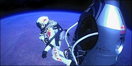 Cet homme, engoncé dans une combinaison complexe, Félix Baumgartner, se lance ici dans une chute libre depuis une altitude de 38 960 m ! Cet exploit a été réalisé en 2012. Quelle était la vitesse de chute ?