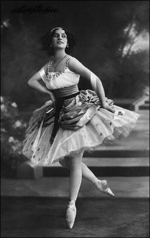 Et pour finir, quel est le nom de cette danseuse formée à l'école impériale de Saint-Pétersbourg ?