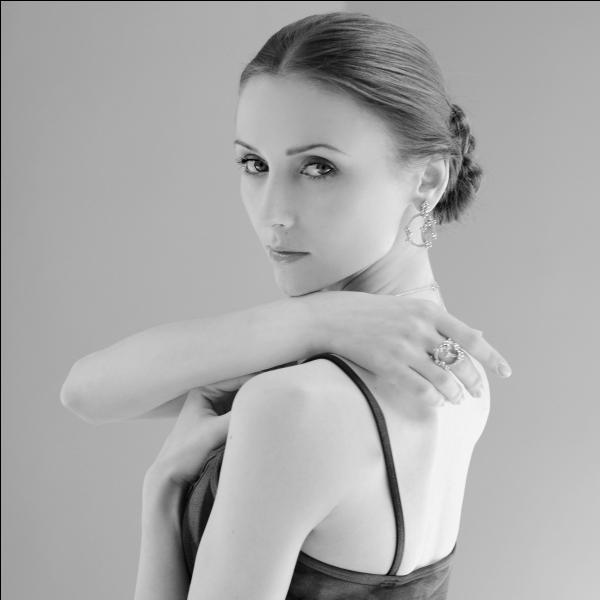 Cette fois-ci c'est une danseuse ukrainienne très connue. Voici...