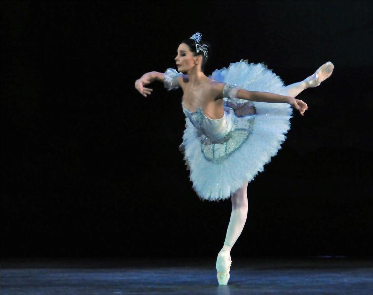 Voici une danseuse espagnole devenue directrice artistique de l'English National Ballet...