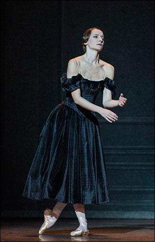 C'est une danseuse française assez connue, née en 1971...